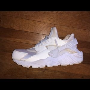 Nike air huarache shoes white